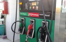 Encarecen impuestos la gasolina en México