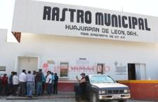Protestan trabajadores del rastro en Huajuapan