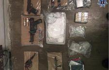 Aseguran en cateo a domicilio armas y drogas