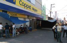 Protestan maestros en la Mixteca