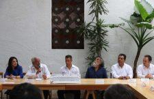 Enfado y pesimismo de Toledo ante realidad social, y los reporteros de Oaxaca
