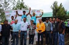 Reforestrail Coesfo 2017, correny siembran árboles en Tlaxiaco