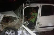 Tráiler impacta a vehículo: cuatro lesionados