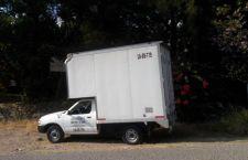 Aseguran a pareja que viajaba en camioneta robada