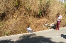 Muere motociclista tras ser impactado en Putla