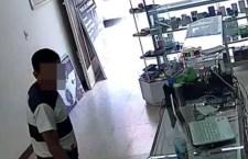 Captan video de robo en tienda de celulares