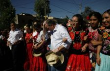 """""""¡Asesino!"""", gritan a Meade y lo declaran persona non granta porque """"Oaxaca te repudia"""""""