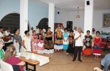 Comparten arte, canto y poesía para apoyar a adultos mayores
