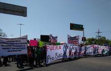 Enfrentamiento entre grupos de choque del PRI y maestros opaca visita del candidato presidencial Meade