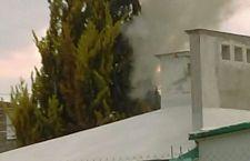 Rayo incendia pino en Huajuapan