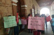 Irrumpe Antorcha en palacio de Tlaxiaco; exigen material para construcción
