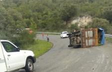 Lesionado conductor en volcadura de camioneta