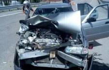 Deja daños choque de vehículos