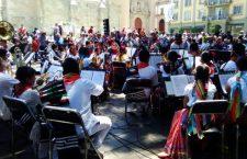 Banda José López Alavés deleita Bajo el laurel