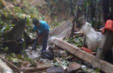 Deslave sepulta tres casas en Loxicha