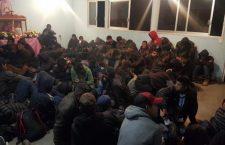 Aseguran camión con 131 guatemaltecos; detienen a dos «polleros»