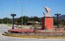 Grupo armado del PRI cierra acceso a San Dionisio del Mar en vísperas de elecciones ante complacencia de autoridades