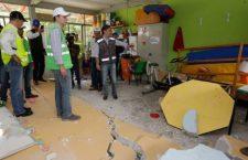 17 mil estudiantes toman clases en espacios indignos por lentitud en reconstrucción de escuelas afectadas por el terremoto