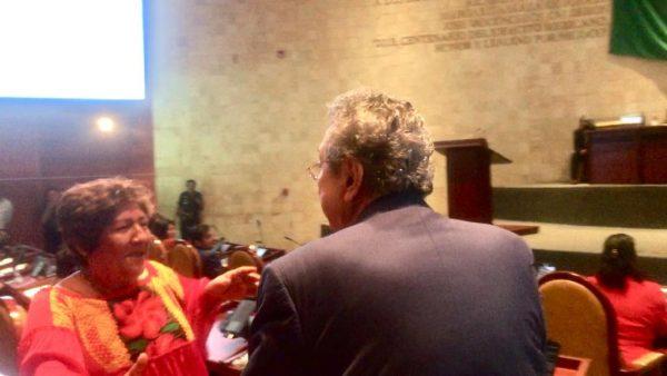 """#CrónicaParlamentaria: Filias, fobias, caos y hasta un """"me permite hacer pipi"""", en el Congreso de Oaxaca"""