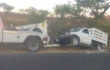 Volcadura de camioneta deja un muerto y ocho lesionados