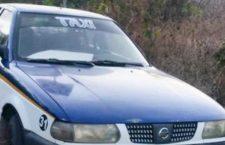 Roban taxi en calle céntrica de Huajuapan; horas después lo abandonan
