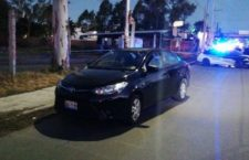 Dos intentan asaltar a taxista de Easy en Puebla y les sale mal: uno dispara y mata al compañero