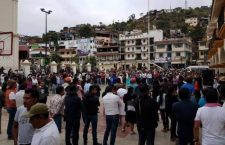 Video: Se cumplen 20 horas de retención de comisionado en Juquila