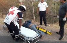 Dos lesionados por choque de taxi y moto; uno de los conductores estaba en estado de ebriedad   Informativo 6y7