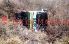 Vuelca autobús que se dirigía a Juxtlahuaca; lesionados siete pasajeros | Informativo 6y7
