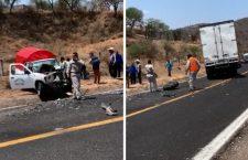 Deja dos lesionados choque frontal en carretera 190; chofer queda atrapado y menor con posible fractura   Informativo 6y7