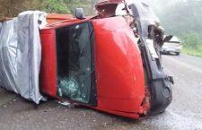 Deja cuatro lesionados volcadura de camioneta   Informatiov 6y7