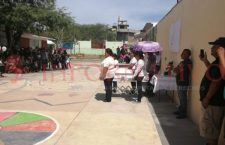 Entre globos blancos y lágrimas, despidieron a Brenda en Huajuapan   Informativo 6y7