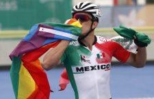 Tras ganar el bronce, mexicano ondea bandera LGBT para festejar en los #JuegosPanamericanosLima2019