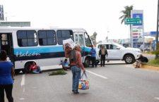 Organizaciones mantienen bloqueo en crucero del aeropuerto