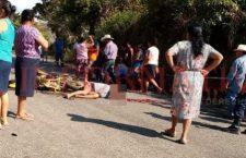 Muere motociclista y su acompañante resulta herido; ocurrió en la vía Llanos de Amuzgos -Ipalapa