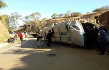 Saldo fatal arroja volcadura de autobús con jornaleros