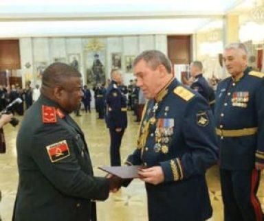 General Wala distinguido como melhor estudante na Rússia