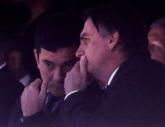 Jair Bolsonaro diz que há 'possibilidade zero' de demitir Sergio Moro