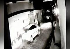 Em fuga, assaltante atropela pai e filho, troca tiros com PM e morre