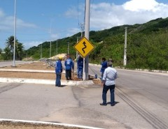 Via Costeira, em Natal, recebe novas placas de sinalização e faixas de pedestre
