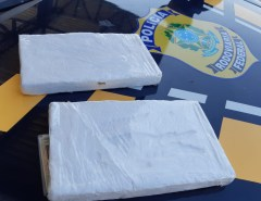 Dupla é presa com 2 quilos de cocaína em fiscalização da PRF na Grande Natal
