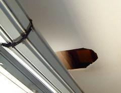 Ladrões invadem ótica pelo teto e roubam produtos avaliados em R$ 15 mil em Mossoró, RN