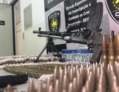 Suspeito de assaltos a carros-fortes morre em confronto com a polícia no RN; metralhadora, munições e explosivos são apreendidos