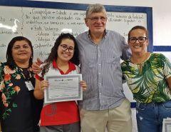 Macaíba: Prefeito Dr. Fernando e vereadora Ismarleide prestigiam entrega de certificados na Escola Dr. Severiano