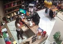 Mulher baleada no rosto durante assalto, em São Miguel, RN, está em estado grave e aguarda vaga na UTI