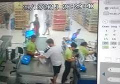 Homem é flagrado roubando bolsa com R$ 2 mil em supermercado em Natal