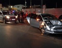 Após arrastões em série em Macaíba, criminosos batem carro, tomam outro veículo e fogem