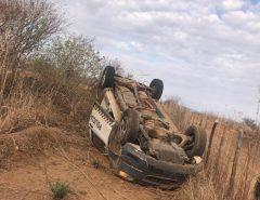 Viatura da PM desvia de carro na contramão e capota no Oeste potiguar