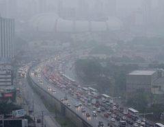 Perigo: Chuvas causam pane em semáforos de Natal e deixam trânsito congestionado