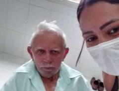 ENQUANTO ISSO; primeiro a se internar com coronavírus no Acre recebe alta; Seu Manoel tem 81 anos